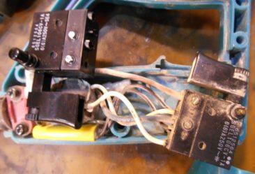 Makita RJ3000V uszkodzony włącznik