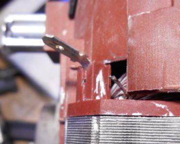 Dexter ukruszony przewód silnika